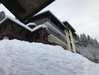 terrasse studio front de neige les carroz